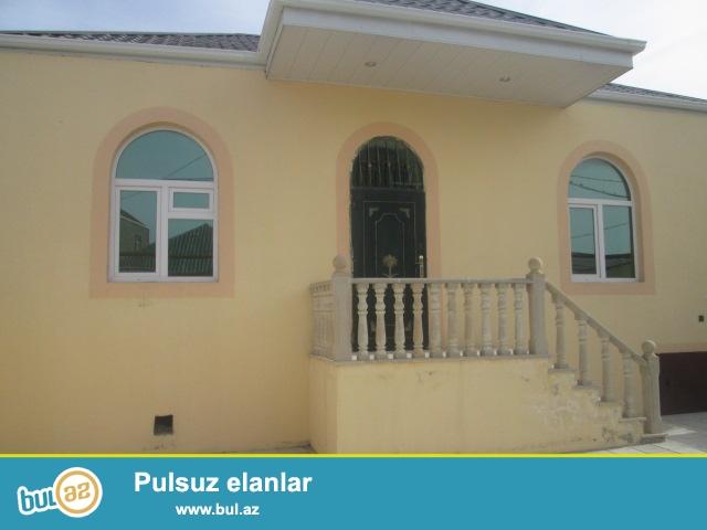 Bileceri qesebesi Yeni Yasayis massivinde umumi sahesi 100 kv olan 3 otaqli villa satilir...