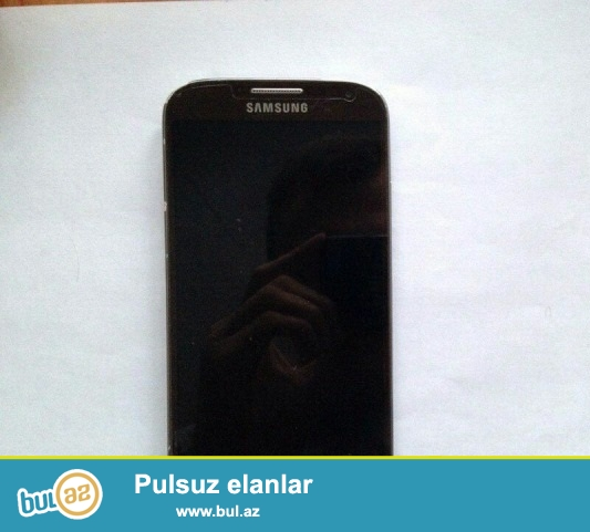 Samsung s4. ciziqlari ve reng getmesi var kenarinda...