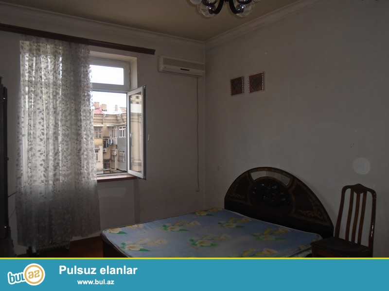 Elmlər Akademiyası metrosunun düz yanında, 5 mərtəbəli, stalinka layihəli binanın 5-ci mərtəbəsində, 1 otaqlı mənzil kirayə verilir...