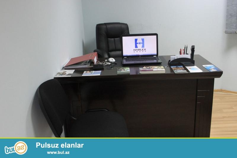 <br /> Ofis ucun ucuz qiymete masa satiram. Daxili kilit sistemli 3 çəkəcək və bir böyük bölmə vardır...