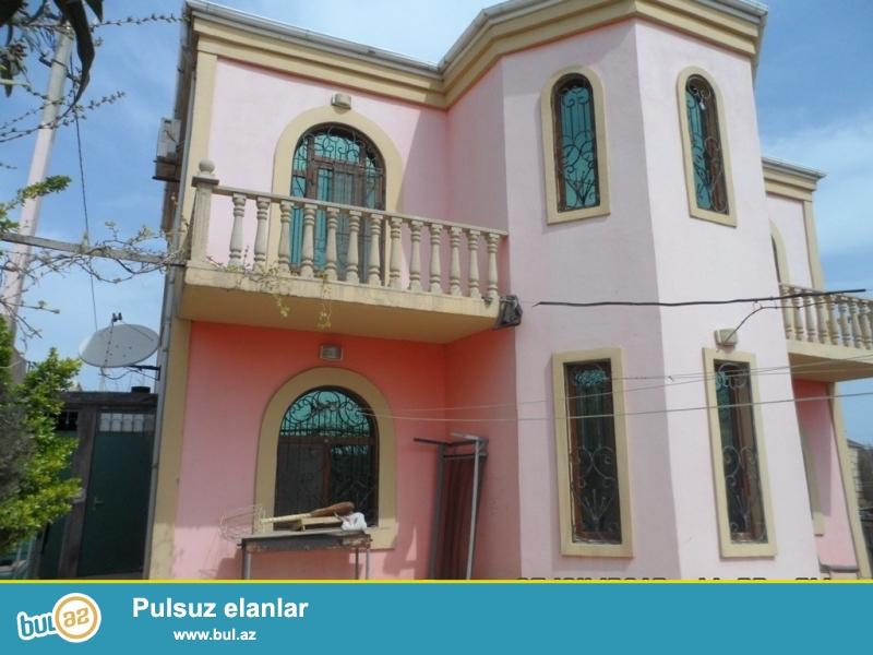 Срочно! На очень престижном участке в Новханы! Продается полностью приватизированный частный, 2-х этажный ,5-ти комнатный дом с земельным участком обведённый каменным забором, площадью 4 сот ...