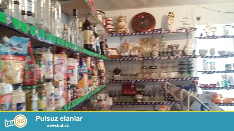 Mingecevirde Nizami kucesinde talkuckanin yaninda islek veziyyetde olan erzaq magazasi butun mallari ve avadanliqlari ile bereber satilir