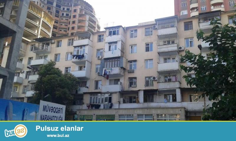 В районе Ясамал, около парка Мусабекова, каменный дом, высокий бельэтаж, общая площадь 80 кв...