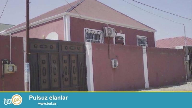 Sabunçu rayonu Maştağa yolunun üstü, Araz marketin yanında, 22 saylı orta məktəbin yaxınlığında , 2 sot torpaq sahəsində 6 daş kürsülü , ümumi sahəsi 100 kvadrat metr olan, 4 otaqlı ev satılır...