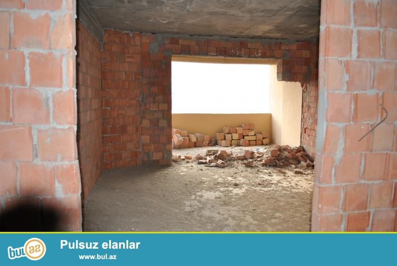 Özüm satıram,təzə bina,yaşayış var,dənizə mənzərə,yel çəkər ev.