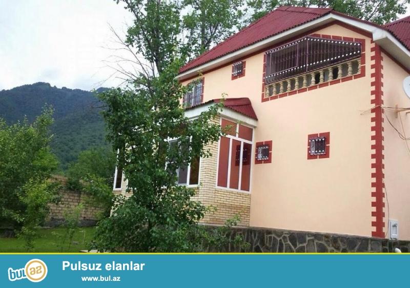 Qebelend Eylence merkezine 800 m mesafede dağ menzereli 12 sot torpaq sahesinde 4 yataq ,2 qonaq otağı olan ev kiraye verilir...