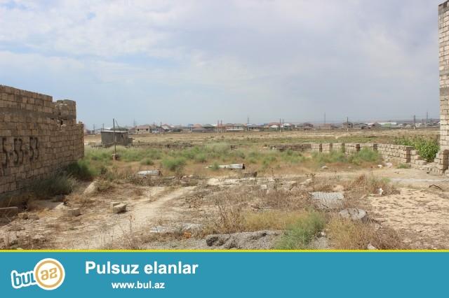 Sabunçu rayon Savalan qəsəbəsi, Kanal üstü deyilən ərazidə, 4 tərəfi hasarlanmış 12 sot torpaq sahəsi təcili satılır...
