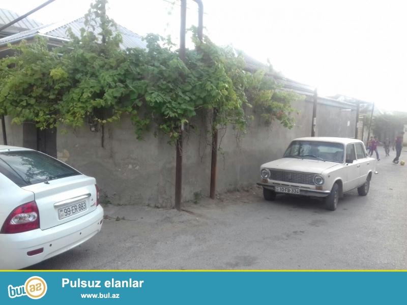 Xirdalan seherinde Huseyn Arif kucesinde . astnovkadan 300 metr mesafede ,kursulu 1 sot 60 kvadratin icinde 4 otaqli heyet evi satilir ...