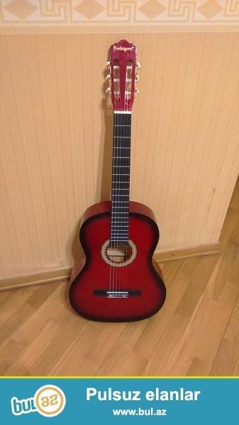 Təcili əla vəziyyətdə Rodriguez klassik gitarası satılır...