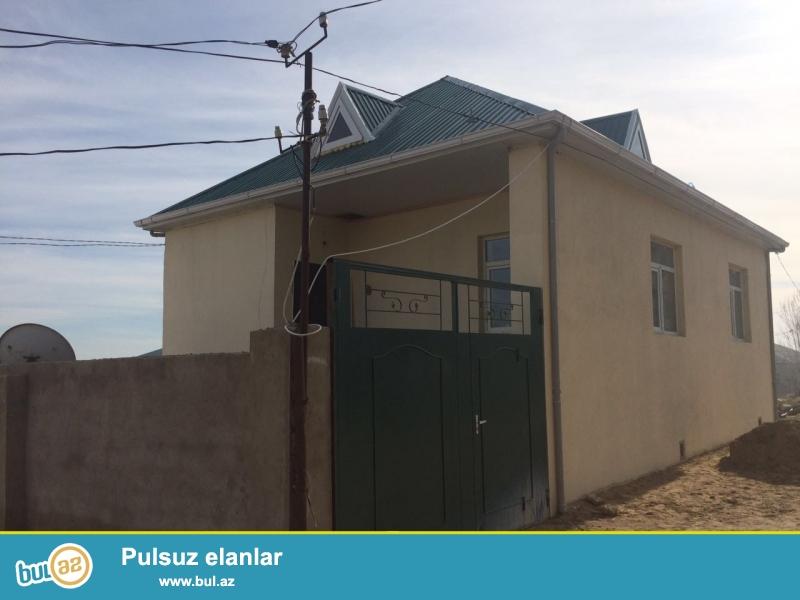 Xətai rayonunda,Zeytun Savxozunda,Zeytun küçsəində yerləşən 1.5 sot torpaq sahəsinin içində yerləşən 80 kvadrat metrlik sahəyə malik olan 3 otaqlı həyət evi satılır...