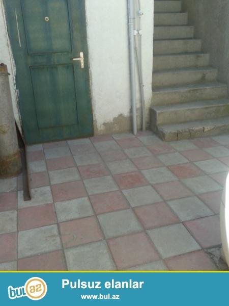 Bineqedi qesebesinde Qardashlar markete yaxin yola yaxin 2 mertebeli 60 kv/m 2 otaq kupcali ev satilir...
