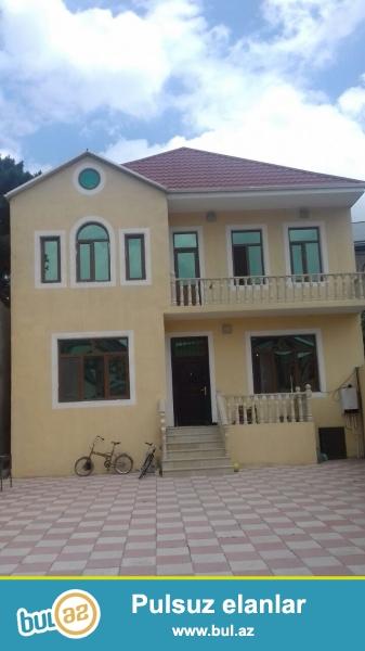 Biləcəri qəsəbəsində Avtovağzala yaxın yerləşən 3 sot ərazidə ümumi sahəsi 240 kv...