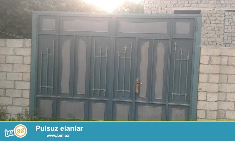 Xacmaz rayonu Uzunoba kendinde 18 sot torpagin icinde 2 mertebeli 8 otaqli ev satilir...