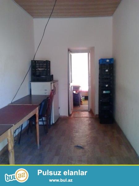 Bu obyekt ofis kimi ishlədilib, ev kimi vere bilerem, yere kovrolid salacam, ve əşyalarnan təmin edəcəm.