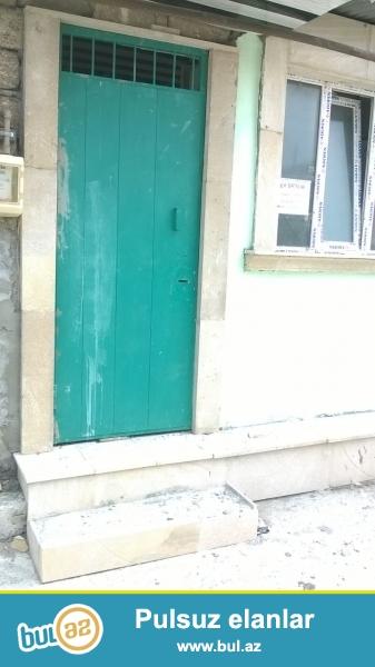 Suraxanı rayonu Qaraçuxur qəsəbəsi, Məscidin yaxınlığında yerləşən, ümumi sahəsi 35 kvadrat olan 1 otaqlı, pod oboy ev satılır...