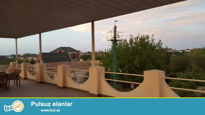 Очень срочно! В поселке  Бильгяна 8-омв переулке ( Bдалане)1- o этажный 3-х комнатный частный дом площадью 80 квадрат расположенный на 21-o сотках земли...
