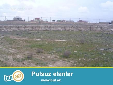Türkanda,dənizdən 700 metr aralıda yerləşən,dörd tərəfdən beş daş hasarla hasara alınmış 12 sot torpaq sahəsi satılır...