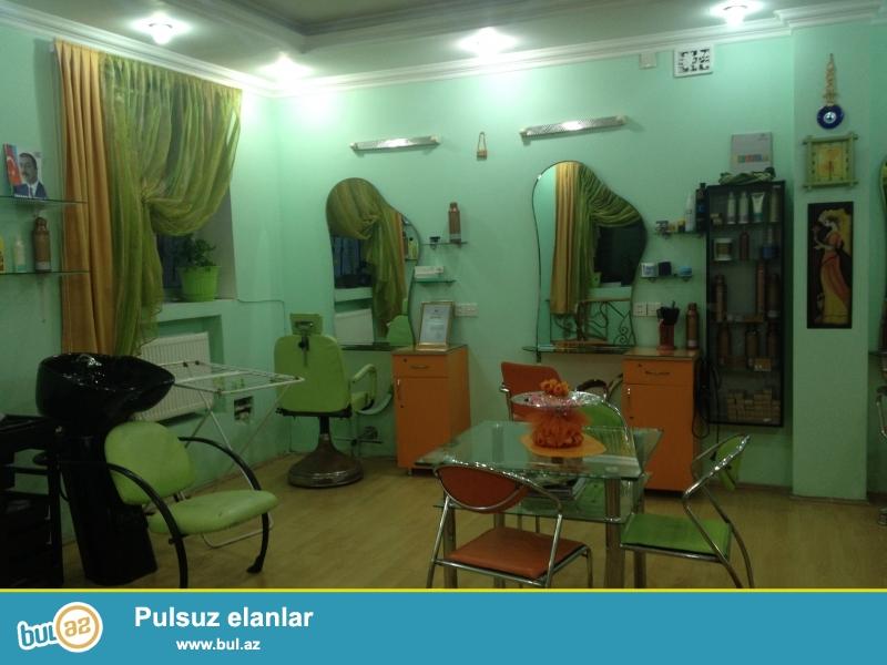 Binəqədi rayonu,Ziya Bünyadov küçəsində,İpək yolu restoranının yanında hər bir şəraiti ilə gözəllik salonu satılır...