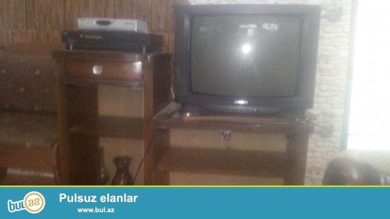 Televizor və televizor altlığı biryerdə satılır.
