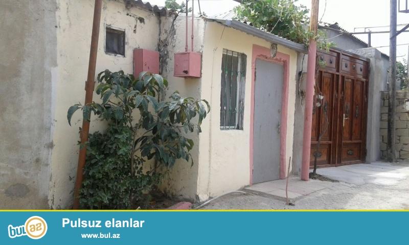 Sabunçu rayonunda,Sabunçu qəsəbəsində,Mərkəzə yaxın ərazidə yerləşən 40 kvadrat metrlik 2 otaqlı+balaca otaq həyət evi satılır...