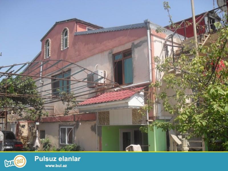 Xirdalan seherinde 5 nomreli mektebin yaninda , 3 mertebeli 8 otaqli heyet evi satilir ...