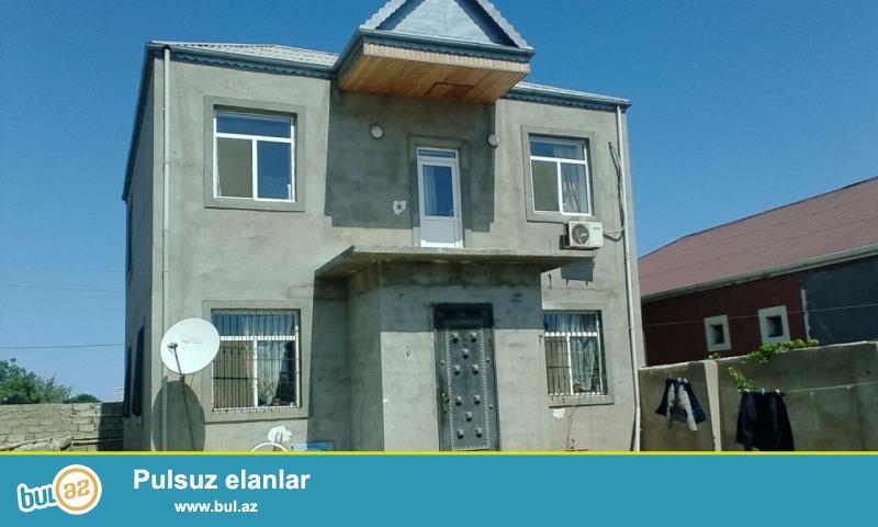 MaştağaBuzovna yolunda yoldan 800 mt məsafədə 3 sot torpaq sahəsində qoşa daşla tikilmiş ümumi sahəsi 130 kv mt olan 2 mərtəbəli 4 otaqlı ev satılır...