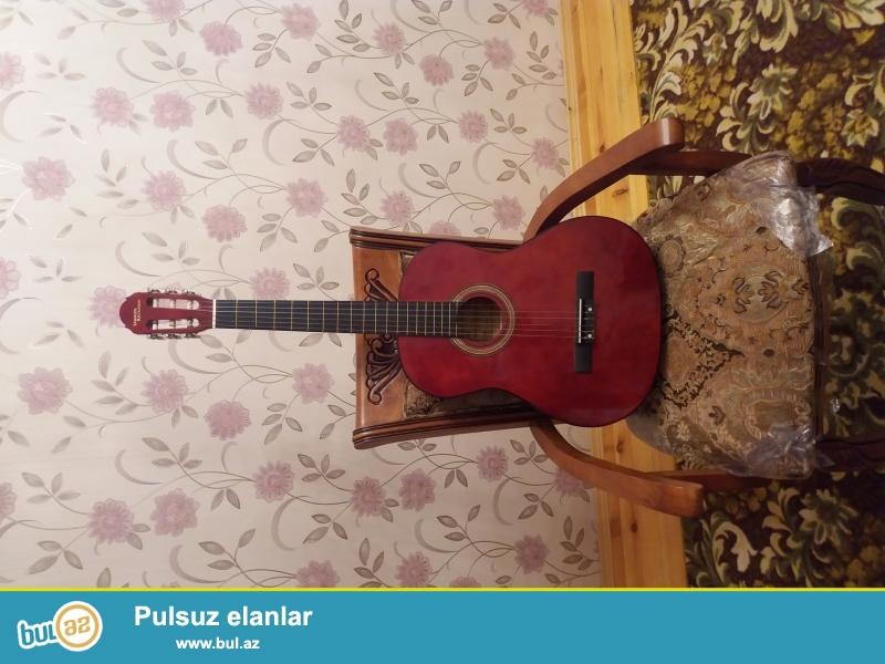 Tecili akustik gitar satilir. Hec ishlenmeyib. Alinandan oyrenmeye vaxt olmayib...