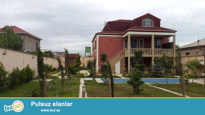 Xezer rayonu Buzovna qesebesinde 8 sotun içinde tikilmiş 2 mertebeli ve mansardi olan villa satilir...