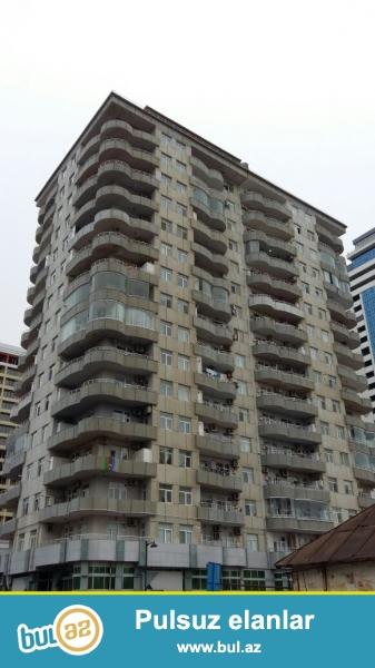 Продаю сам.В самом престижном месте города Баку около развлекательного центра MEGAFUN продаётся 3-ёх комнатная квартира...
