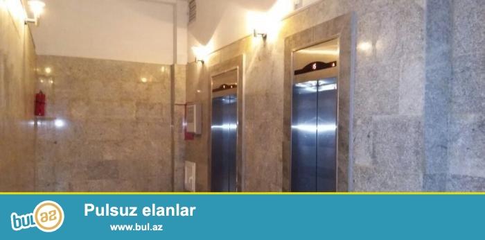Продаю сам.В самом престижном месте города Баку около Азуре продаётся 3-ёх комнатная квартира...