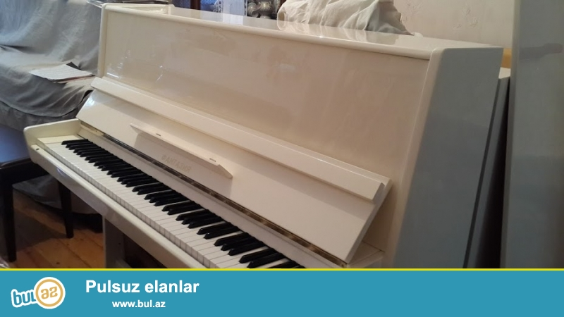 Ideal veziyetde ag rengde Fantaziya pianinosu. Pianinolarin temiri, koklenmesi, catdirilmasi...