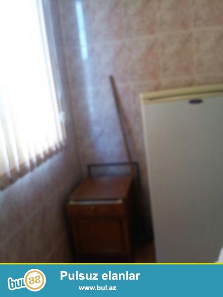 <br /> Очень  срочно ! В близи метро Нариманов  за * Life centrom*сдаётся   в аренду на долгий срок   2-х комнатная (1-а переделанная в 2-е)  квартира старого строения  3/5 ...