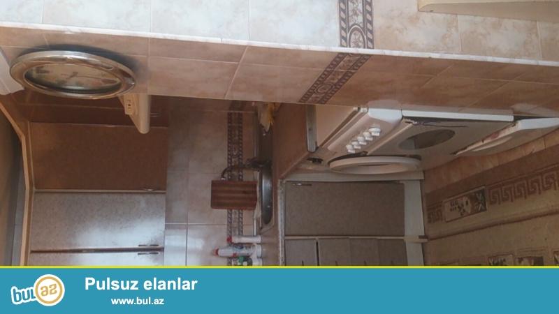 MEHDİ̇ABAD Qesebesinde merkezde 4 mertebeli binanın 2 ci mertebesinde tam temirli 3 otaqlı metbexi artırılmış ev satılır...