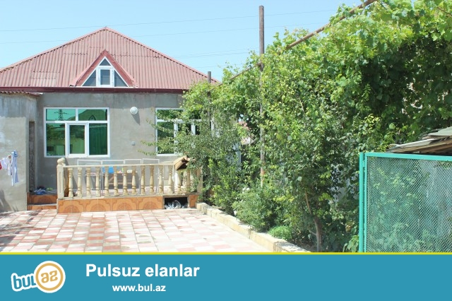 Sabunçu  rayonu  Zabrat- Məhəmmədi  yolunun  üstü, yoldan  100 metr  məsafədə,  3 sot  torpaq  sahəsində  6  daş  kürsülü,  ümumi  sahəsi  120  kvadrat  olan  5 otaqlı, tam təmirli  ev satılır...