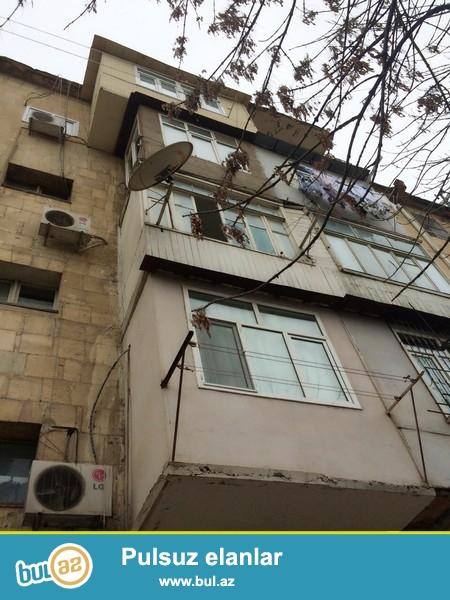 """Yasamal rayonu, İnşaatçılar metrosunun yaxınlığı, """"Magnit"""" mağazasının yanında  yerləşən 5  mərtəbəli daş  binanın 2-ci mərtəbəsində 2 otaqlı orta təmirli mənzil satılır..."""