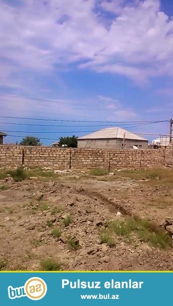 Tecili satilir. Torpaq sahesi.11 sot (5 ve 6 sot da olar) ( Erazisinde 1 mertebeli evde var ) Novxani Corat baglari...