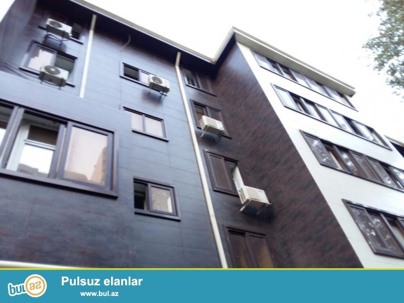 Вблизи  станции  метро  Эльмляр Академиясы   предлагается 3-х комнатная квартира с общей площадью 70 кв...