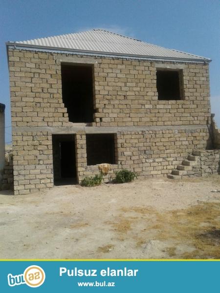 Hovsan qesebesinde 3 sotun icinde 240kv. cut dasla tikilmis heyet evi satilir...