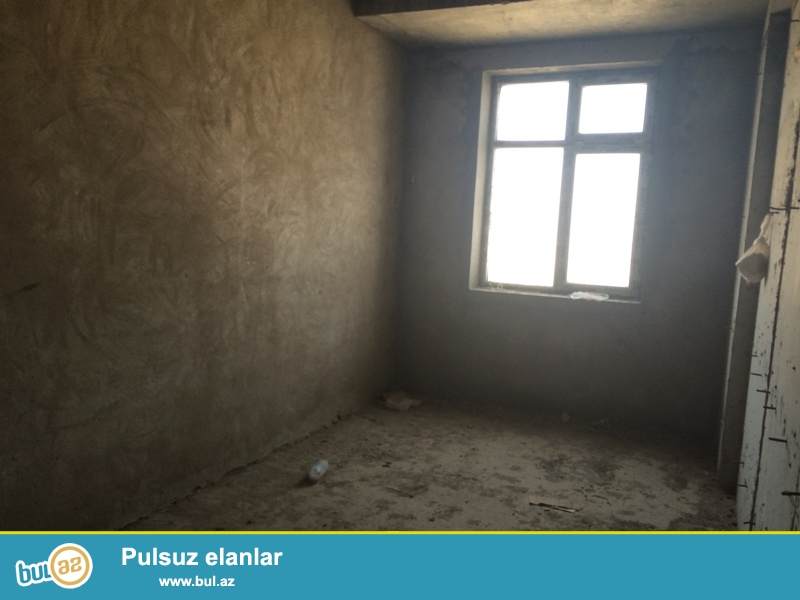Təcili !!!  Ayna Sultanova heykəlinin yanında tam yaşayışlı QAZLI və KUPЗALI binada 3 otaqlı mənzil təklif edilir...