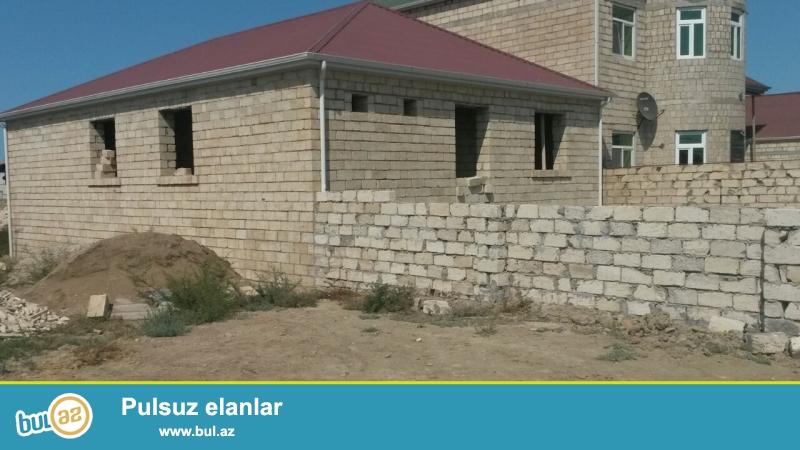 Muşviqabad qesebesi quşçuluq massivinde 3 sotun içində 4 otaqlı140 kv temirsiz ev satilir...