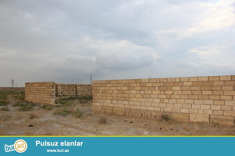 TECİLİ Ələt qəsəbəsində, Yeni Dəniz Limanının yaxınlığında, 10 daş hündürlüyündə hasara alınmış 12 sot torpaq sahəsi satılır...