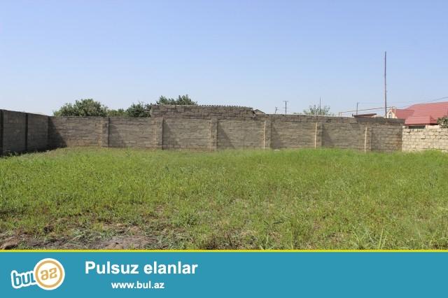 Sabunçu rayonu Maştağa bağlar massivində,əsas yoldan 100 metr məsafədə, 4 tərəfi hasarlanmış 6 sot boş torpaq sahəsi satılır...