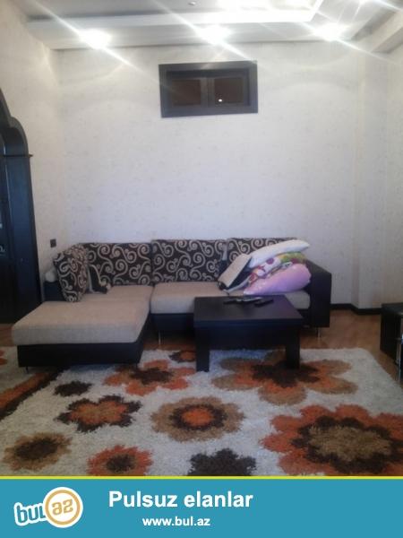 """Срочно! В м.ст.Гянджлик возле университета """"Одлар  Йурду"""" сдается в аренду 3-х комнатная квартира , 17/16 , площадью 102 квадратов..."""