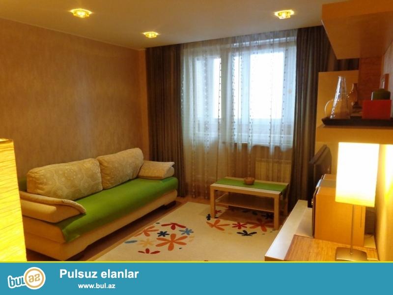 Gunluk evler<br /> Seherin merkezinde xarici qonaqlar ve aileliler ucun 2 otaqli ela temirli ev sutkaliq kiraye verilir...