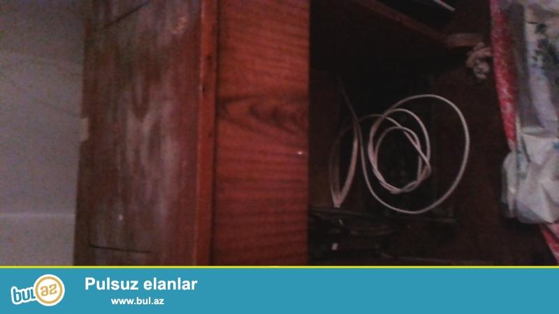 2 televizor JVC  1 samsunq televizor işləyirlər və ayaqla işləyən kabinalı anrik tikiş maşını bəzi hisaələri alınmalı
