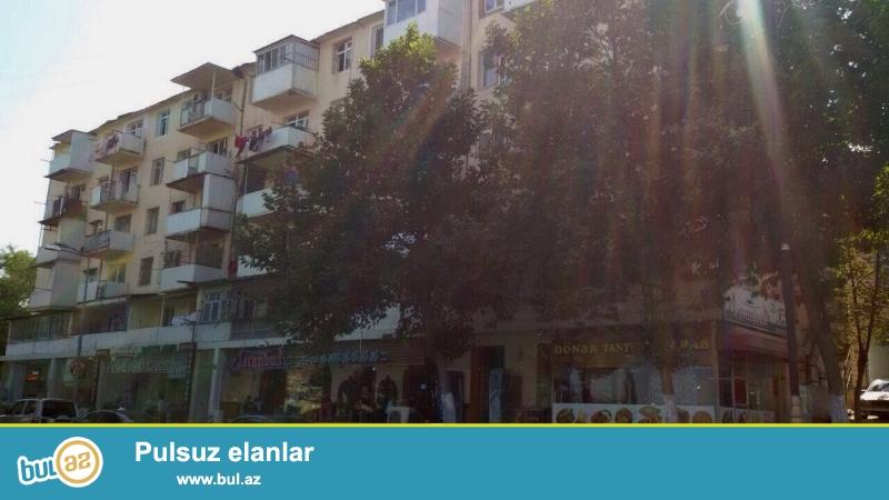 Yasamal rayonu, Musabəyov parkının yanında yerləşən Xruşyov layihəli daş binada 2 otaqlı mənzil satılır...