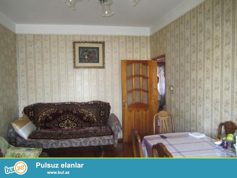 Xirdalan weherinde Heyde Eliyev prospektinin kenarinda 9/6ci mertebesi,  orta temirli 3 otaqli bina evi satilir, kupcasi, kombisi var, qiymetde razilawmaq olar