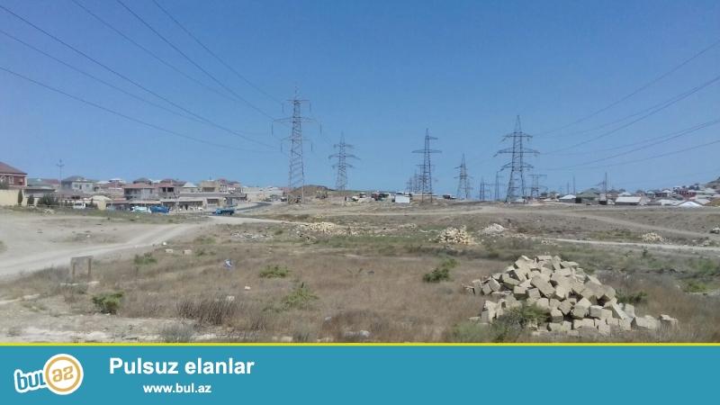 Abseron rayonu Qobu qesebesinde esas yolun kenarinda ,yoldan 20 metr aralida 3 sot torpaq satilir...