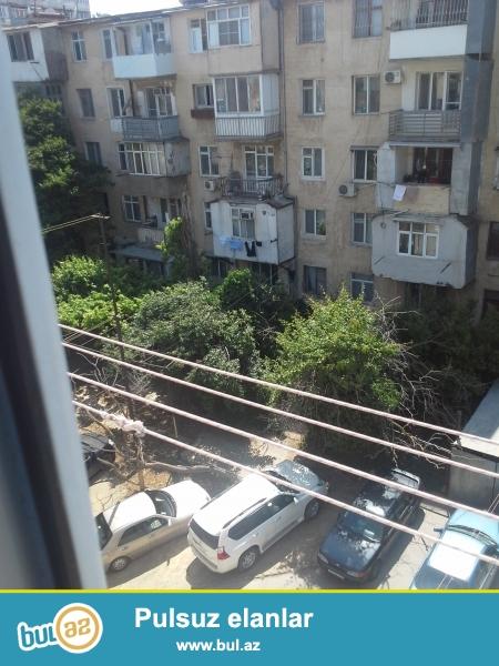 yasamalda metro inşaatçılara yaxın günəş petrolun yanında 1 otaqdan 2 otağa düzəlmiş təmiri orta təmirdən yaxşı ev satılır...