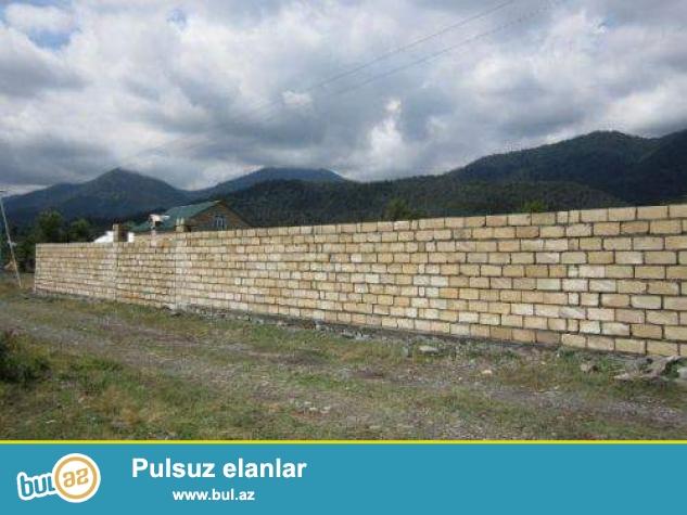 Tecili olaraq Hokumeli qesebesi beton yolunda ,yeni yawayiw sahesinde yerlewen qazi suyu iwigi olan,15 sot torpaq senetle satilir...